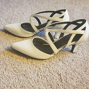 Life Stride white pumps